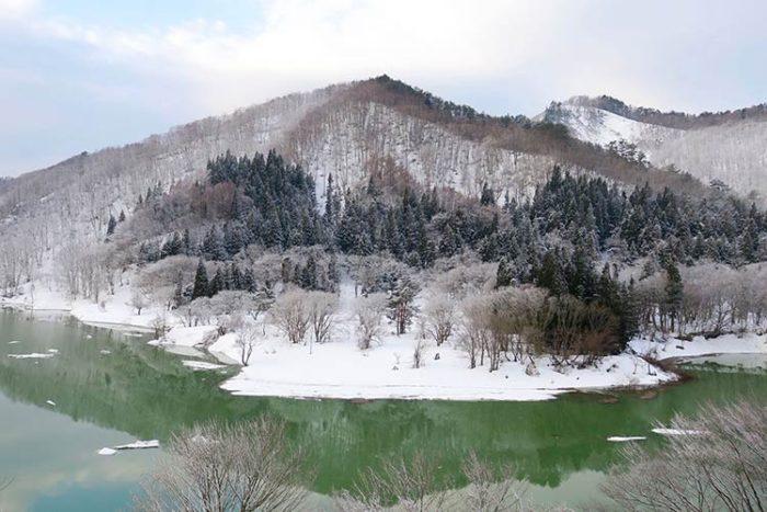 錦秋湖なごり雪化粧 Photo by 瀬川強
