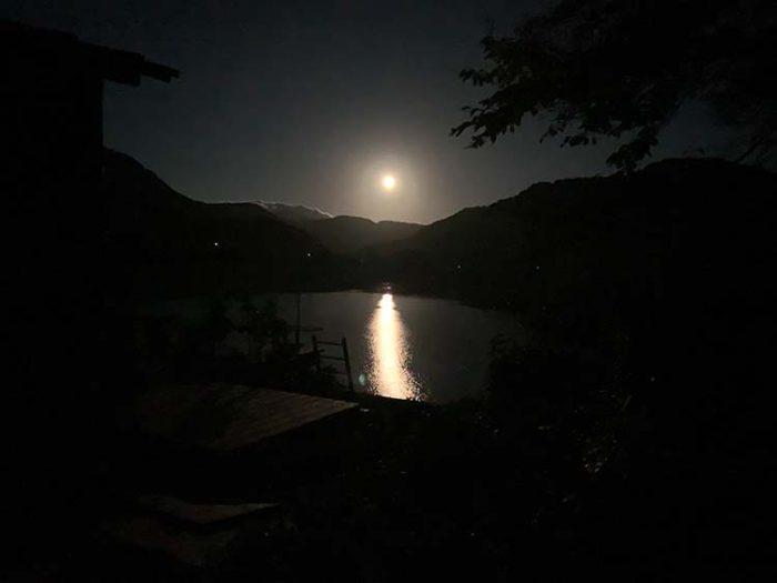 錦秋湖上名月